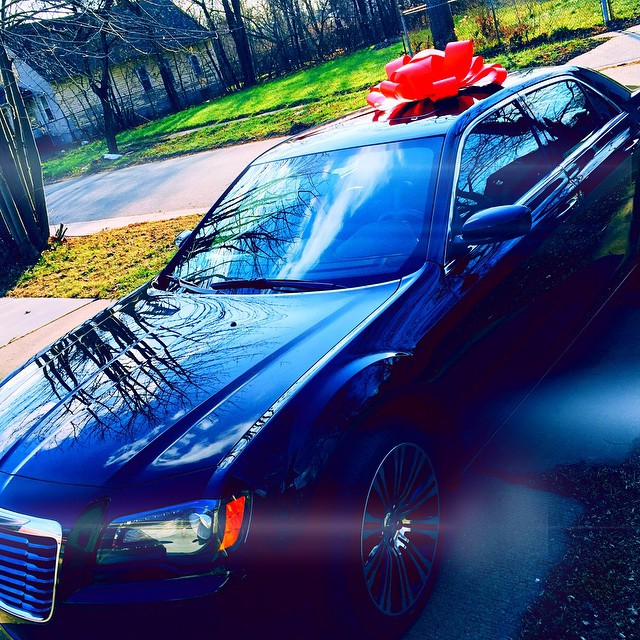 #Video #Lifestyle DC Young Fly and Dej Loaf surprise their mothers each with a Mercedes-Benz car